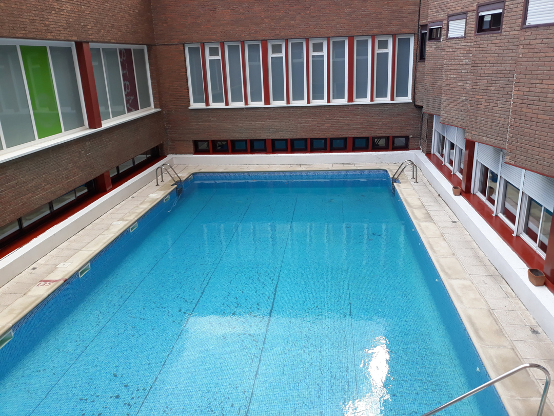 Servicios del colegio mayor mara colegio mayor en madrid for Piscina ciudad universitaria